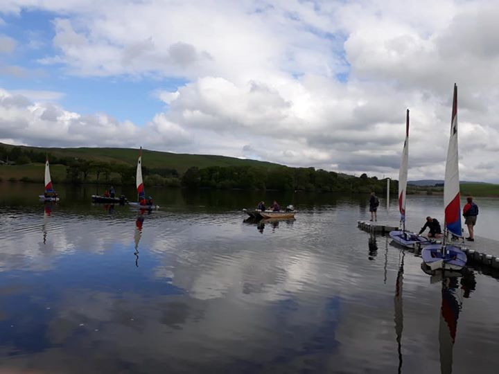This afternoon 8 Rowallan Cubs tried Dingy Sailing at Killington Lake, Great thanks to the 33rd Lancaster Sea Scouts for puttingon this event for us.
